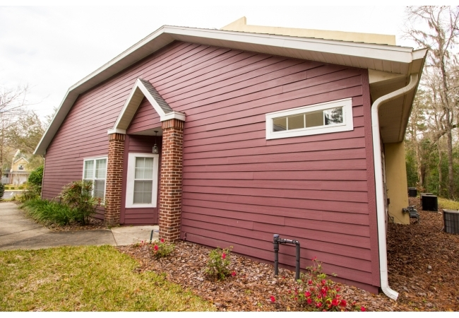 The 2 bedroom/ 2 bathroom flat floor plan has a side entrance for added privacy.