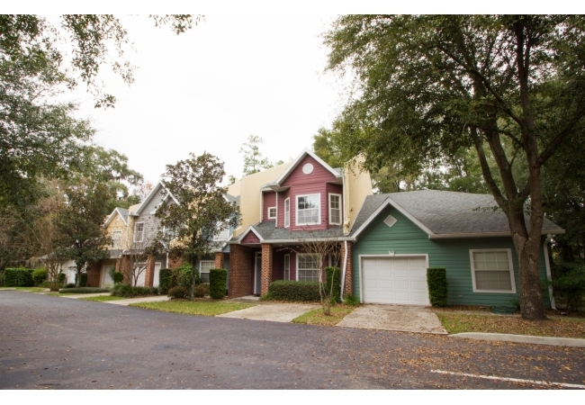 Monticello is an upscale condo community centrally located between UF campus, the Oaks Mall, & I-75.