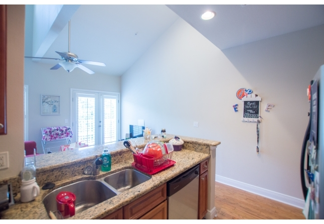 In the 2BR/2BA townhouse floor plan, living rooms have vaulted ceilings reaching nearly 20 feet.