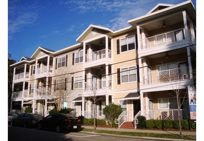 Nantucket Walk offers 2 bedroom /2 bathroom floor plans walking distance to UF classes, Midtown, and Ben Hill Griffin Stadium.