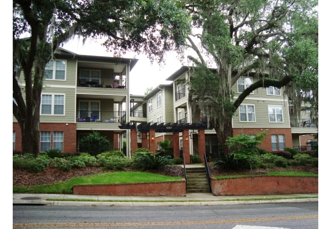 Campus View Condos are walking distance to the University of Florida, Shands, and Sorority Row