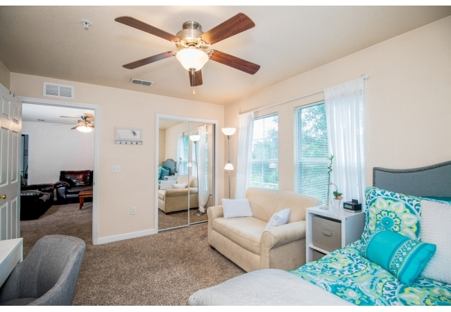 Just two blocks from Sorority Row, Oxford Terrace I is walking distance to UF classes and Shands!