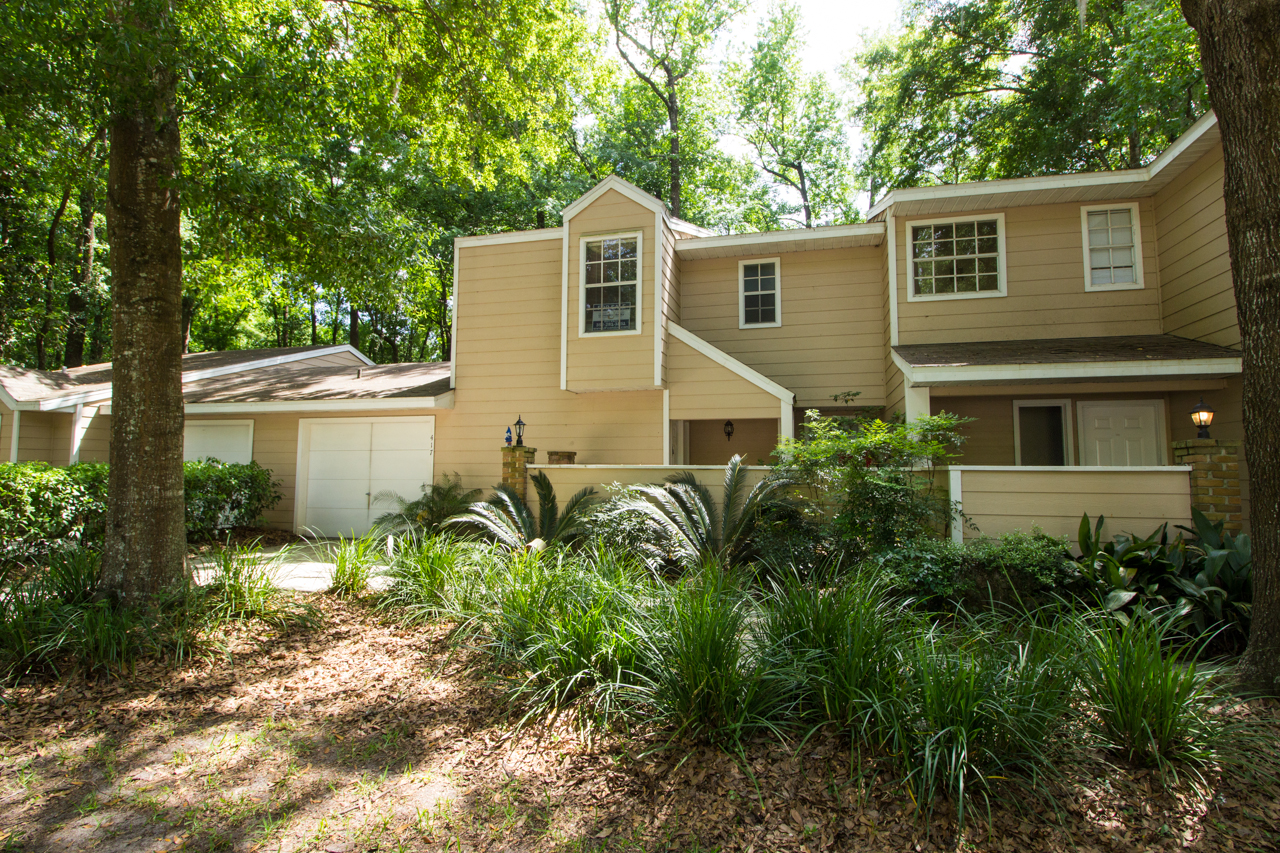 Mill Pond is surrounded by a gorgeous canopy of Oaks. & Mill Pond Gainesville - Condos For Sale in Mill Pond